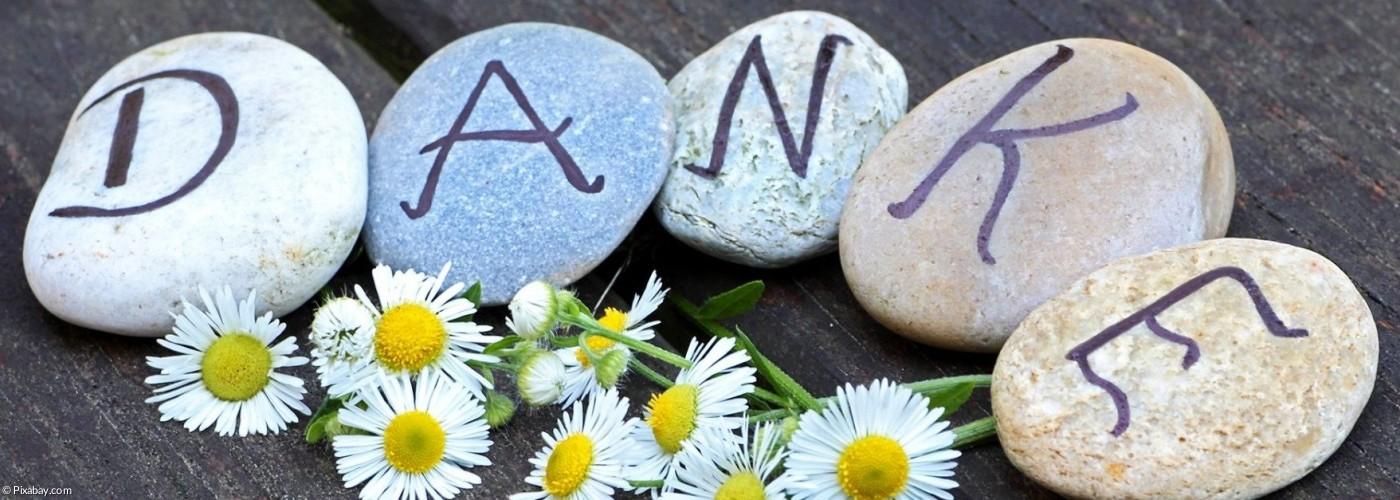 Steine mit DANKE-Schrift